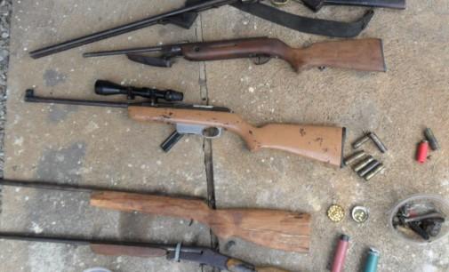 Policia Militar prende armamento de caça no interior de Bituruna