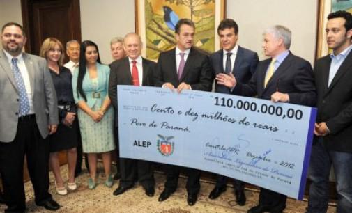Valdir Rossoni devolve R$ 110 milhões poupados pela Assembleia