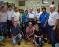 Prefeito Renato recebe homenagem da equipe de esporte da cidade