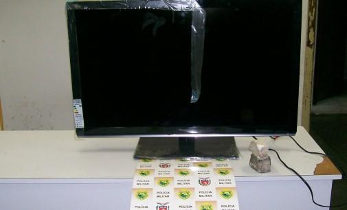 Polícia Militar prende ladrões em flagrante furtando TV