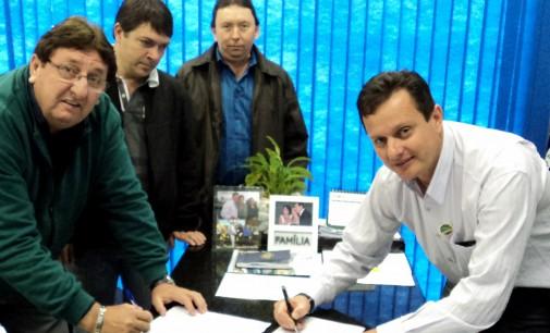 Antonio assina convênio de Recuperação de Estradas Rurais