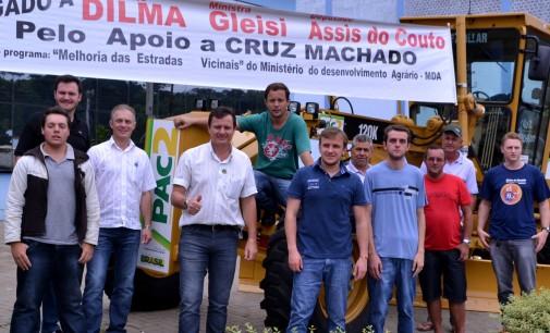 Cruz Machado recebe motoniveladora do Programa PAC 2