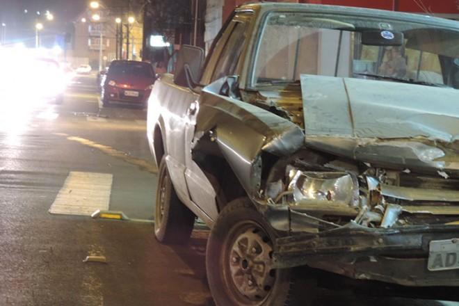 Veículo Ford Pampa e ao fundo o veículo Sandero, qe foi atingido na traseira Foto: Marciel Borges/ Rádio Colmeia