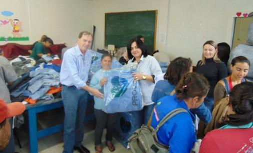 Ação Social de Paula Freitas faz entrega de cobertores a comunidade
