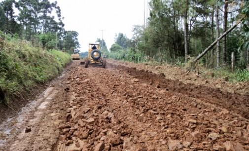 Secretaria de Obras realiza recuperação de estradas rurais em Cruz Machado