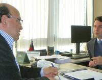 Em Curitiba, prefeito Joel visita gabinete do deputado Alexandre Curi