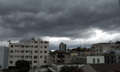 Chuva de granizo assusta a população de Porto União da Vitória