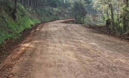 Secretaria de Obras de Bituruna recupera estradas do interior