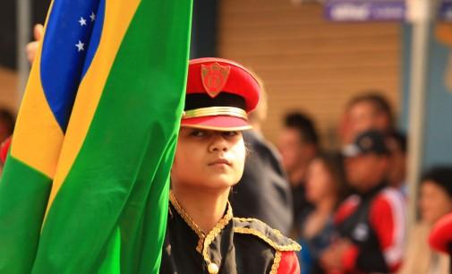 População prestigia o Desfile Cívico nas gêmeas do Iguaçu
