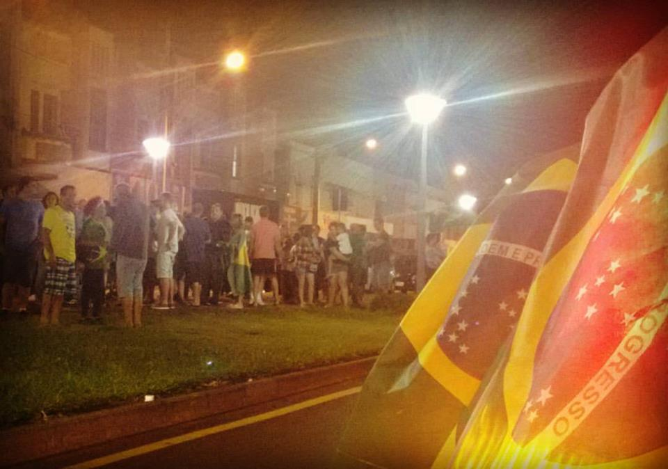 A população de Porto União da Vitória, foram para as ruas  se manifestar contra o Governo da Presidente Dilma Rousseff Foto: Marciel Borges/ Rádio Colmeia