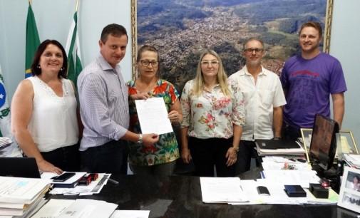 Prefeitura de Cruz Machado assina convênio com a APAE