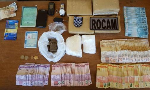 PM prende homem com drogas e mais de 10 mil reais