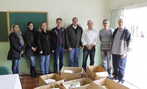 Orquestra Show Porto União entrega donativos