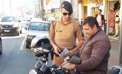 PM leva orientações aos motociclistas