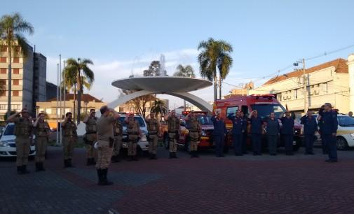 Militares de SC fazem homenagem a policial morto