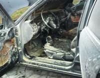 Homem coloca fogo no próprio carro para se matar