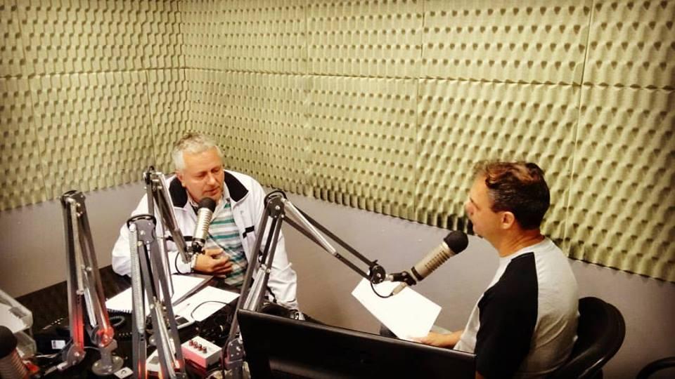 Diretor do Colégio Estadual Túlio de França, Mario Francisco Dalgallo, faz o convite para o XLII Jogos da Primavera, no R.C Esportiva Foto: Marciel Borges/ Rádio Colmeia