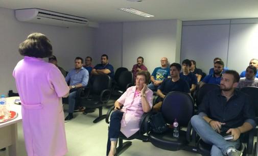 Equipe do CEJUSC recebe dicas do Novembro Azul