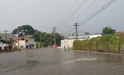 Chuva deixa vários pontos de alagamentos nas cidades irmãs