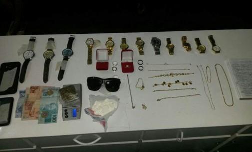 Cinco pessoas são detidas por furto e porte de drogas