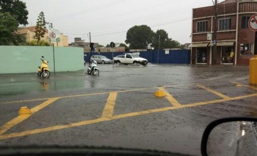 Chuva causa pontos de alagamentos nas cidades irmãs