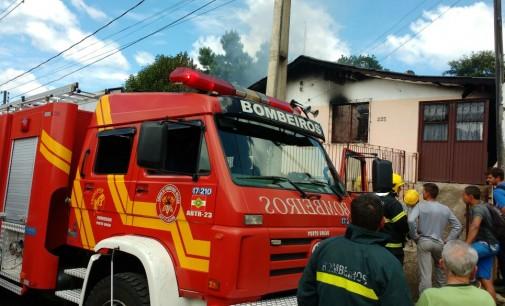 Incêndio destrói moradia no Conjunto Porto União
