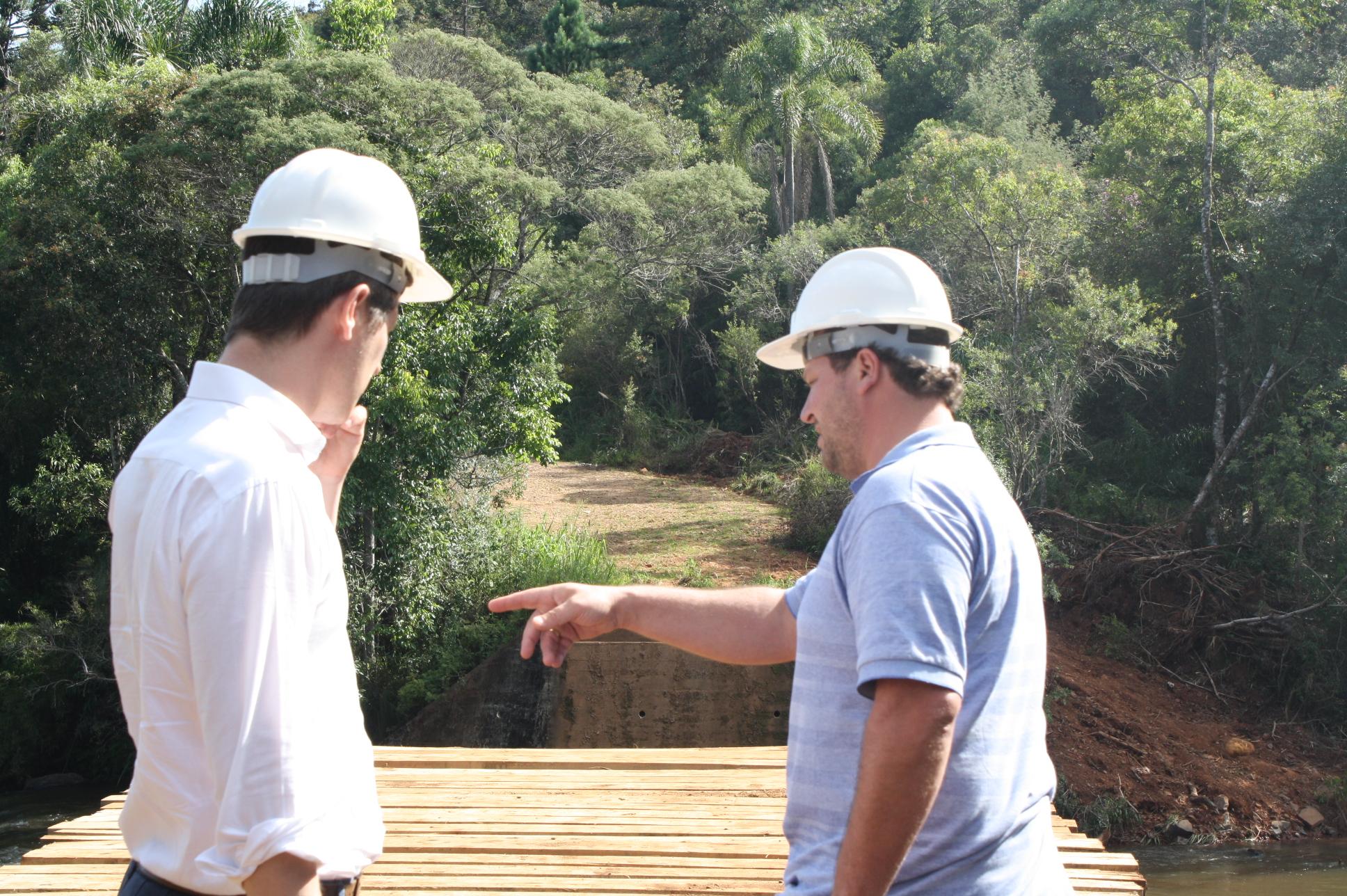 Prefeito Santin fiscaliza obra na Barra Palmital | Rádio Colmeia