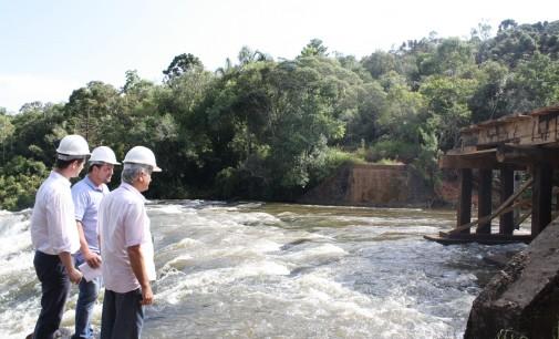 Prefeito Santin fiscaliza obra na Barra Palmital
