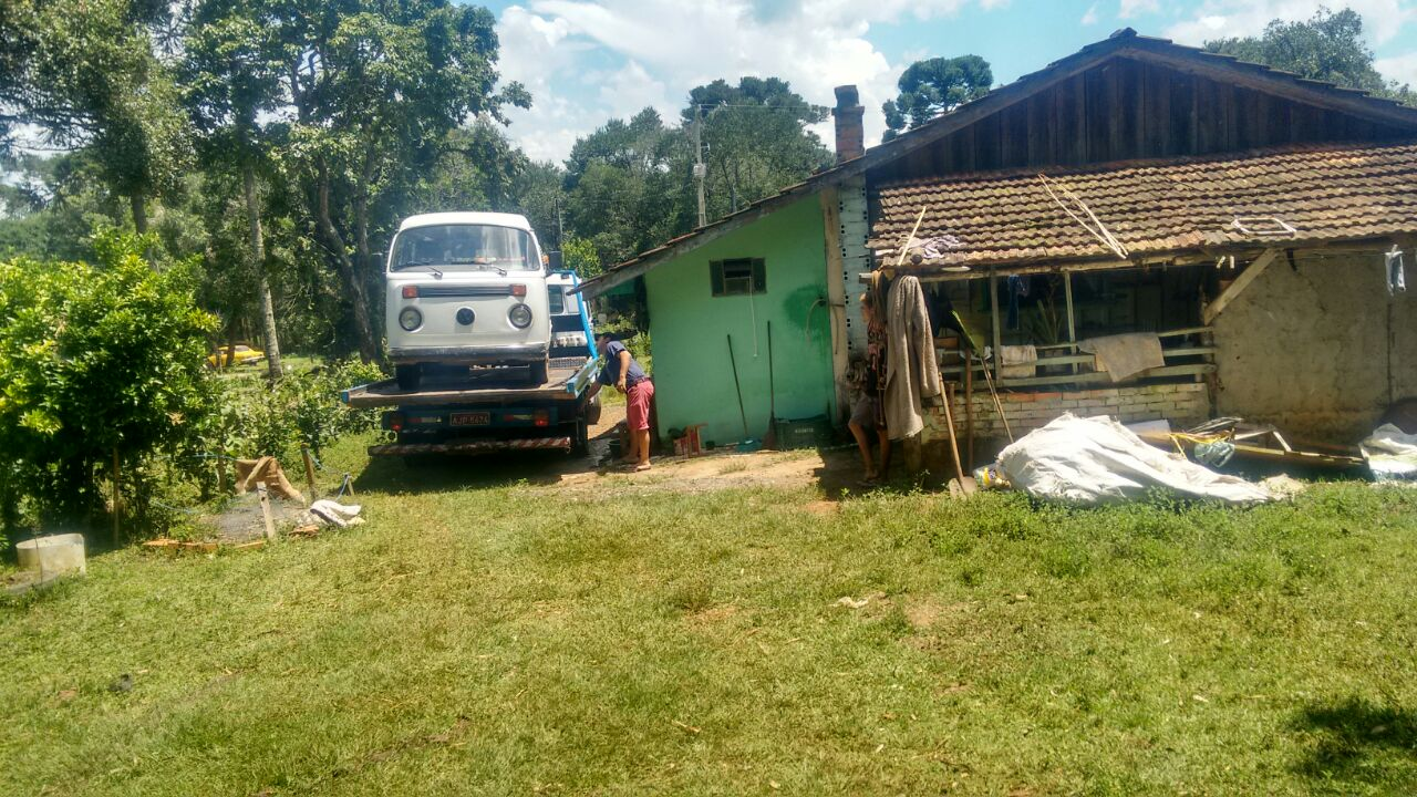 O veículo VW Kombi, foi localizada na localidade de Fluvióplis, em São Mateus do Sul. Foto: Polícia Militar