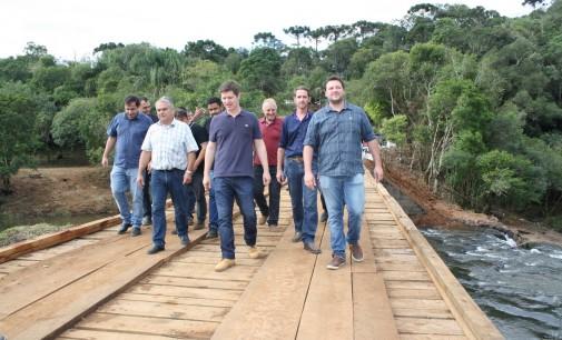 Santin e Bibi inauguram ponte na Barra do Palmital