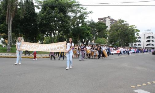 Caminhada chama a atenção contra a violência à Mulher
