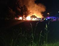 Incêndio destrói casas na BR 153 em União da Vitória