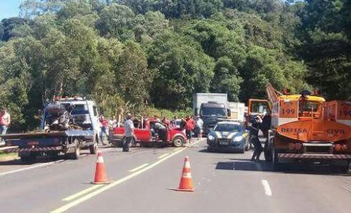 PRF registra acidente entre dois carros e um caminhão