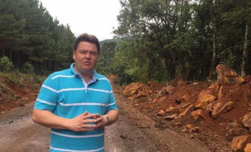 Rodrigo Marcante fiscaliza obras na PR 446