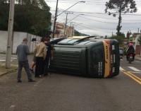 Van escolar se envolve em acidente de trânsito em U.V.A