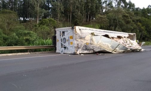 Caminhões se envolvem em acidente na Serra do Leão