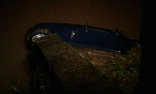 Morador de Mallet morre após cair com carro em rio