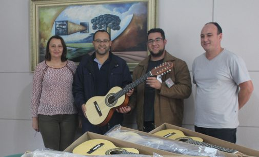 Orquestra de Viola de Bituruna recebe novos instrumentos