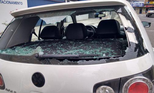 Veículo é danificado no centro de União da Vitória