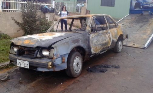 Veículo GM Monza é incendiado em General Carneiro