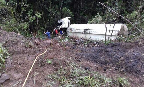 Caminhoneiro morre após Caminhão cair em ribanceira