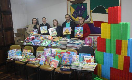 Cemeis de Bituruna recebem livros e materiais didáticos