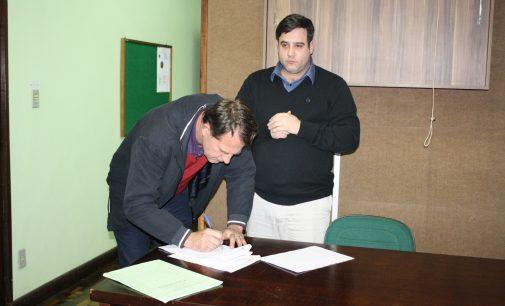 Eliseu Mibach assina convenio com Hospital São Braz