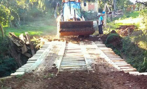 Secretaria de Obras de Bituruna recupera duas pontes