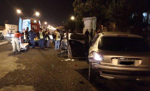 Acidente em PU termina com policial ferido