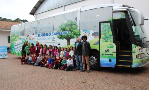 Alunos de Bituruna visitam o Eco Expresso da Sanepar