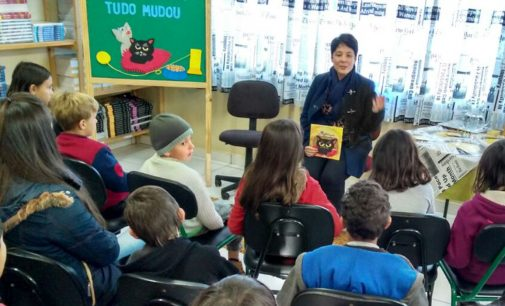 Ex-aluna e professora visitam a EEB Antônio Gonzaga