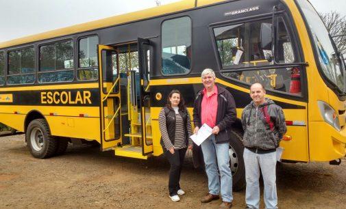 Porto Vitória recebe novo ônibus do MEC