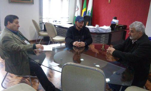 Prefeito de General Carneiro recebe a equipe da Cohapar