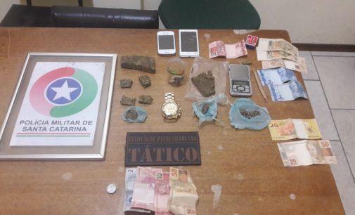 PM de Irineópolis apreende drogas e detém quatro pessoas